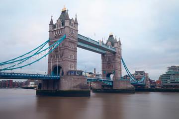 Photo sur Plexiglas Londres Tower Bridge over Thames River in London.