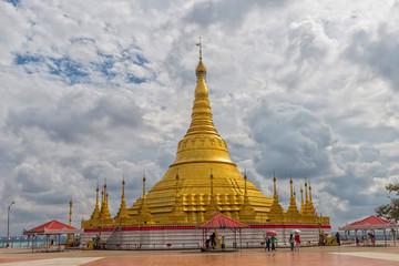 A large golden pagoda at Burma Temple.