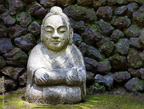 Buddha Aus Stein Buddhafigur Buddhismus Statue Im Garten Stock