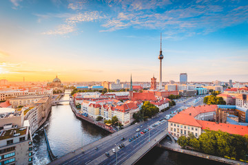 Foto auf AluDibond Berlin Berlin skyline with Spree river at sunset, Germany
