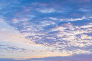 朝焼けの空と雲