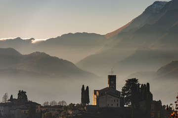 Barga - Medieval town and Apuan Alps Fototapete