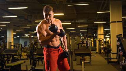 Man bodybulder doing exerciese on his biceps