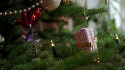 Papiersterne Weihnachtsbeleuchtung.Search Photos Tree Decoration