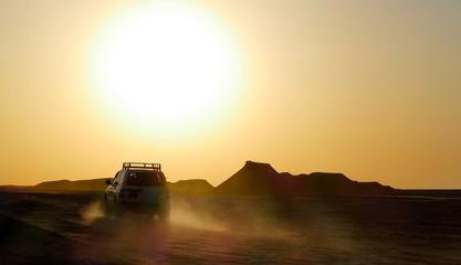 Sonnenuntergang und Sandsturm in der Sahara Tunesien