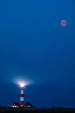 Mondfinsternis am Leuchtturm Westerhever