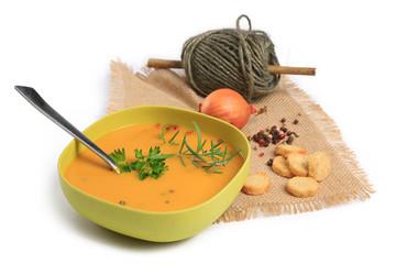 soupe de légumes sur fond blanc