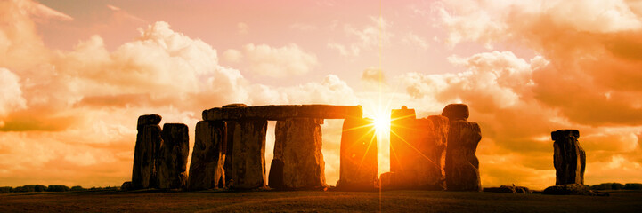 Zelfklevend Fotobehang Europese Plekken Panorama of Stonehenge at sunset, United Kingdom