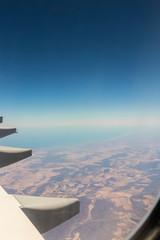 Fliegen über Afrika im Flugzeug
