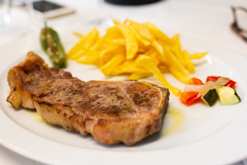 Grilled entrecote garnished with chips