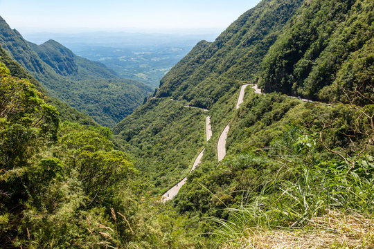Long winding road, cutting mountains and forests, cloudless blue sky, Serra do Rio do Rastro, Santa Catarina, Brazil