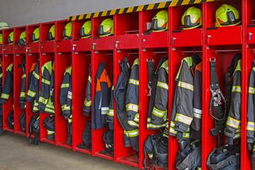 Bekleidungsspind  in einem Feuerwehrhaus