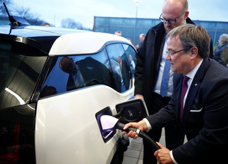 NRW federal premier Laschet opens first solar-powered fast car charging park with battery backup in Duisburg