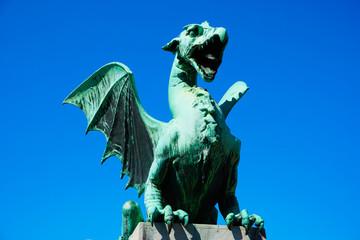 ドラゴンの像