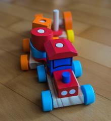 Spielzeugzug aus Holz