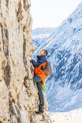 Germany, Garmisch-Partenkirchen, Alpspitze, Osterfelderkopf, female hiker