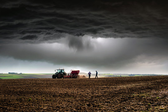 finir le travail avant l'orage