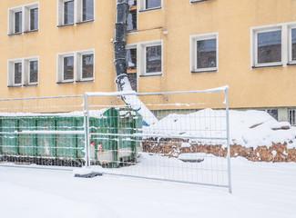 Baustop im Winter auf einer Baustelle