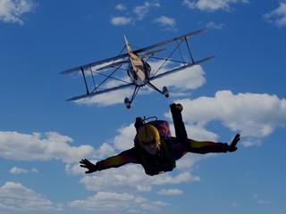 Foto op Aluminium Luchtsport Parashutist and Plane