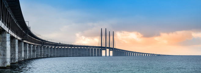 Zelfklevend Fotobehang Brug The Oresund bridge panorama