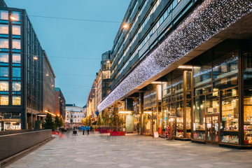 Photo sur Plexiglas Lieu d Europe Helsinki, Finland. Shopping Center In New Year Lights Christmas