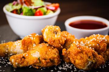 Grilled chicken drumsticks with vegetable salad