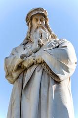 Photo sur Plexiglas Commemoratif Statue of Leonardo da Vinci at Piazza della Scala, Milan, Italy.