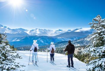 Fototapeta Active family skiing on winter vacation. Rocky Mountain National Park. Close to Estes Park, Colorado, USA obraz