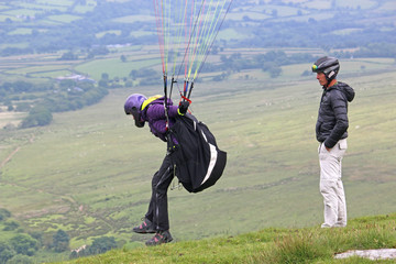 Fototapete - Paraglider launching in the Brecon Beacons