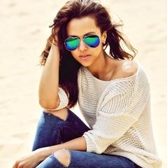 Fashion woman in sunglasses - close up