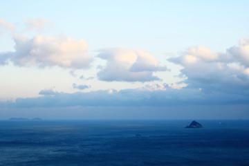 하늘, 바다, 그리고 섬 Fotobehang