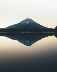 富士山 日の出 Mountain Fuji sunrise at dawn with peaceful lake reflection / Japan