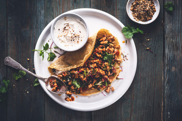 Crêpes Salées de Pois Chiches, Poulet sauté à l 'Harissa et Kale pour la Chandeleur
