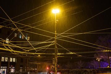 Schneebehangene Busleitungen, Luzern, Schweiz