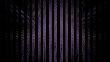 Streifen in Violett auf schwarzem Grund