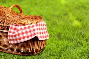 Fotobehang Picknick Picnic Basket with napkin om nature background