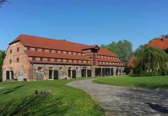 Stolpe an der Peene, Gutshaus und Klosterruine