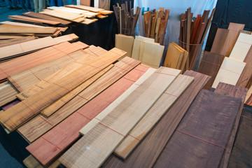 Holz-Muster zur Material-Auswahl für Instrumentenbau