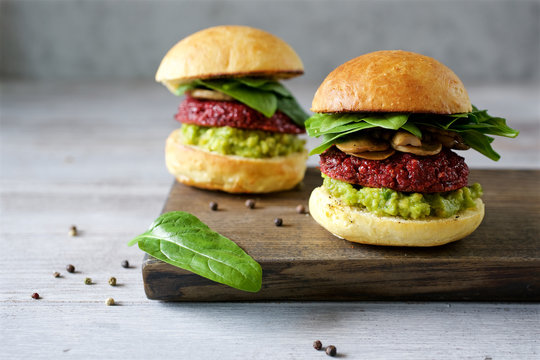 Homemade Beetroot quinoa burger combined with avocado sauce and mashrooms. Healthy vegetarian food