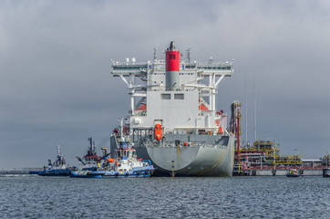 LNG TANKER - Ship and tugs are maneuvering at the gas terminal in Swinoujscie