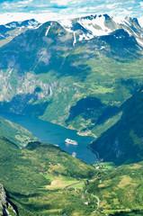 Geirangerfjord in Norwegen mit Kreuzfahrtschiffen 1
