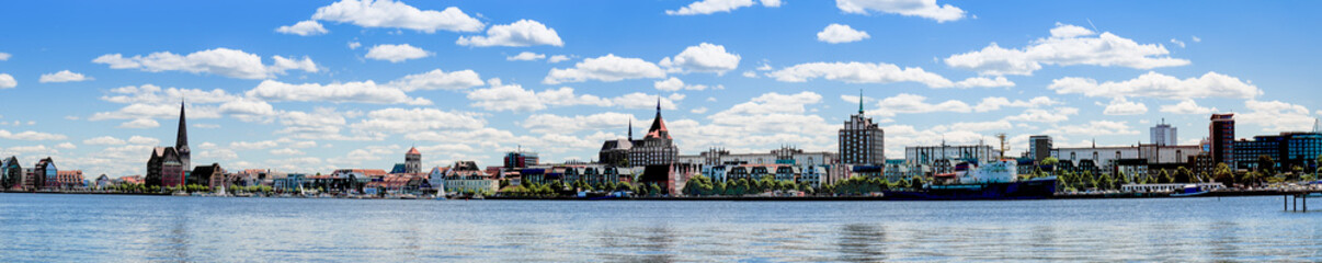 Skyline Rostock mit Warnow