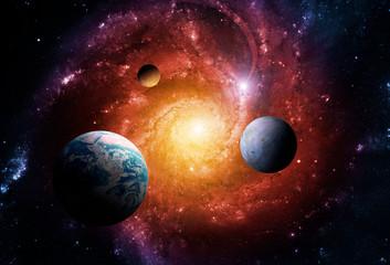 Planeten van het zonnestelsel worden aangetrokken door het centrum van de melkweg en een enorm zwart gat. Elementen van deze afbeelding geleverd door NASA.