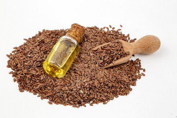 Spoed Foto op Canvas Kruiderij Flax seeds and oil isolated on white background