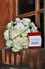 wedding rings  on wedding  bouquet