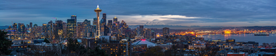 Fototapete - Seattle city skyline at dusk. Downtown Seattle cityscape
