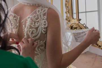 bride buttoned wedding dress on the back