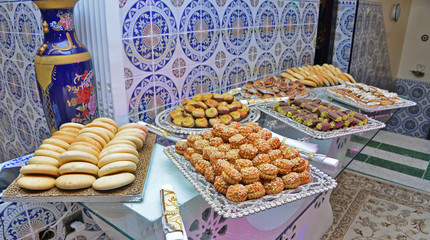 Moroccan biscuits are served with tea. Moroccan biscuits are offered at the wedding and Eid al-Fitr. Cornes de gazelles