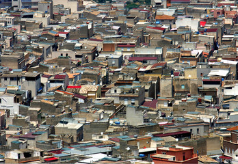 Agglomerato urbano, vista dall'alto dei tetti e delle case