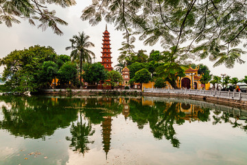 Papiers peints Lieu connus d Asie Tran Quoc pagoda in the morning, the oldest temple in Hanoi, Vietnam.